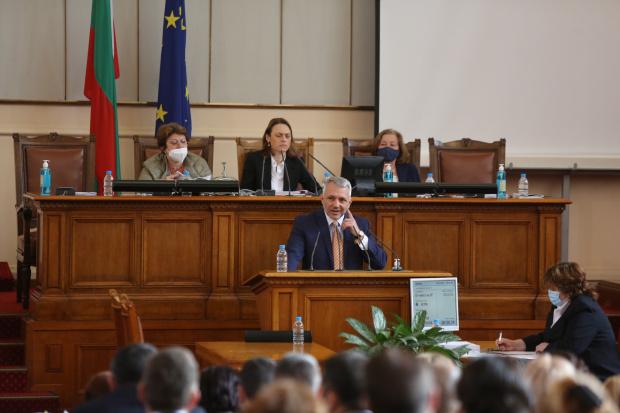 Хаджигенов: Някой да каже на Слави, че това не е демокрация