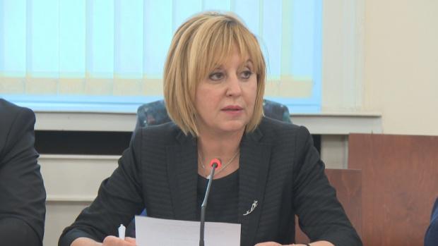Манолова: Депутатите от ГЕРБ показват колко ги е страх от истината