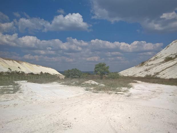 Манолова алармира за планини от токсичен фосфогипс до торовия завод край Девня