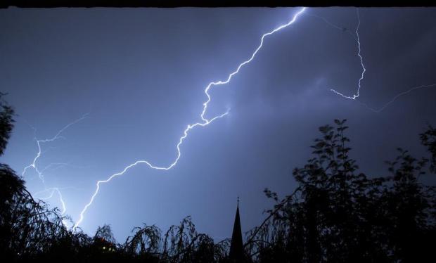 Жълт код за обилни валежи и гръмотевични бурие в сила
