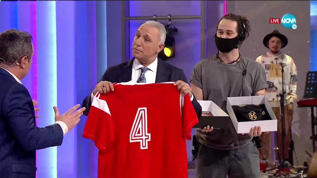 Мегазвездата на българския футбол Христо Стоичков даде прогнозата си за
