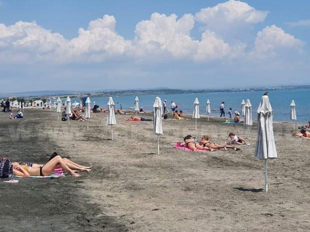Румънски туристи започнаха да пълнят отворените хотели в курорта