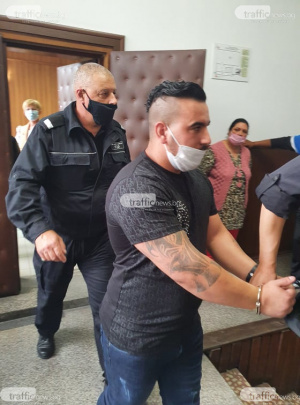 СНИМКИ Шокиращи версии се чуха в съда за убийството на 3-годишния Ангел в Асеновград! Майката го слагала да спи на земята, за да прави тя секс на леглото