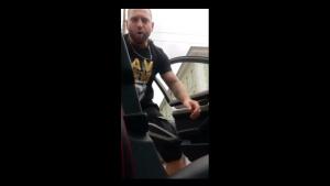Бургаският батка Транспортера размята мачете в софийски бар, после обяви в клип, че бяга в чужбина