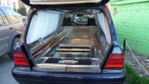 Дрогиран шофьор на катафалка, работещ и като диджей, смаза жена и я уби в Сапарева баня
