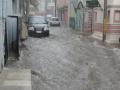 Обилен дъжд се изля над Русе - наводнени улици спряха колите на Спешна помощ (ВИДЕО)
