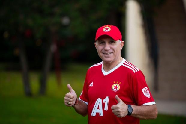 Стоичков се завръща в България, за да стане силния човек в ЦСКА на Ганчев и Валтер Папазки