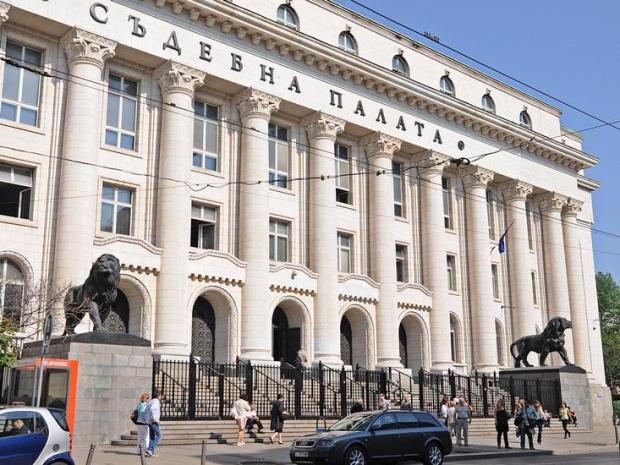 Сигнал забомба затвори сградатана Съдебната палата в София.Той е постъпил