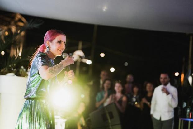 Певицата Поли Генова се омъжитайно. За щастливото събитие съобщи самата