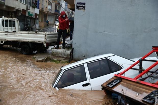 Апокалипсис в Турция - черноморски регион стана арена на страшни наводнения ВИДЕО