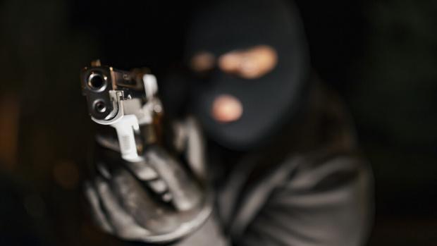 Въоръжен грабеж е извършен в банков клонв Дупница. Това потвърдиха