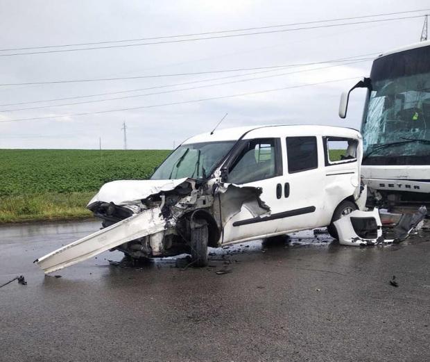 СНИМКИ Рапърът Устата претърпя кошмар - рейс помля колата му отзад, както се случи с Милен Цветков