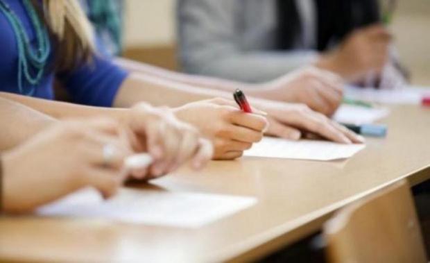 МОН публикува изпитните варианти и верните отговори на националното външно