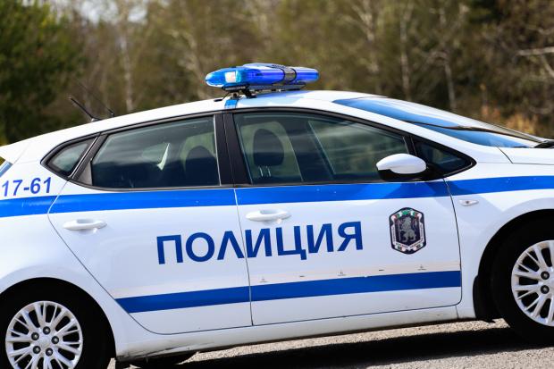 Шофьор е опитал да осуети полицейска проверка като блъснал колата