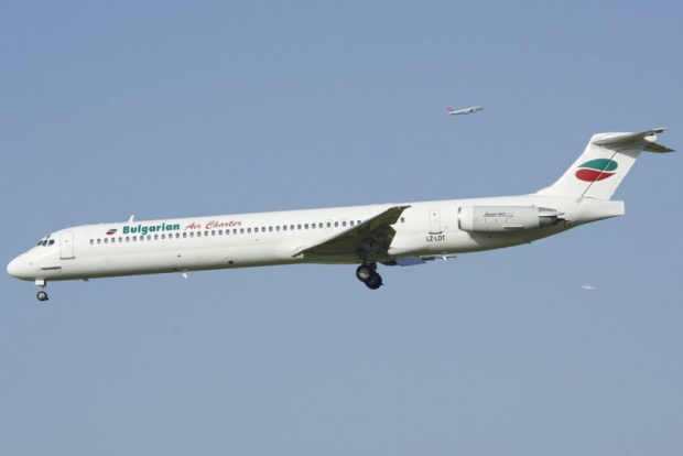 Двигател на бг самолет избухна във въздуха, пилотът приземи машината успешно