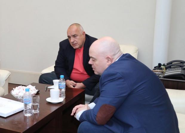 Кабинетът на Борисов прехвърлил тузарска морска станция на Гешев в деня на мораториума