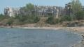 Бетономорие: Скелети на уродливи здания загрозяват морето, строежите продължават