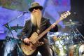 Отиде си басистът на ZZ Top с пухкавата брада и очилата Дъсти Хил