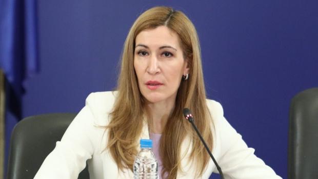 Поне още 2 г. помощи иска Ангелкова за туристическия бранш заради ковид кризата