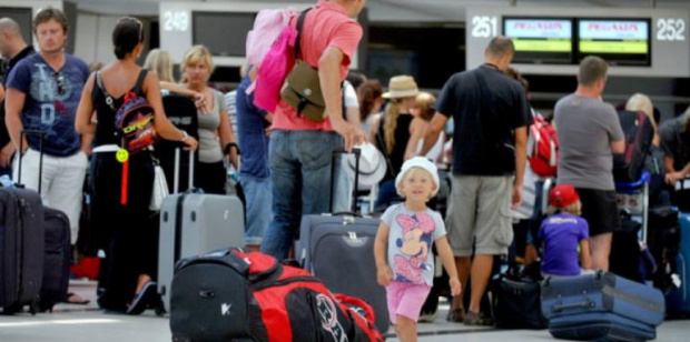 Туроператори и хотелиери скочиха срещу спирането на руските туристи