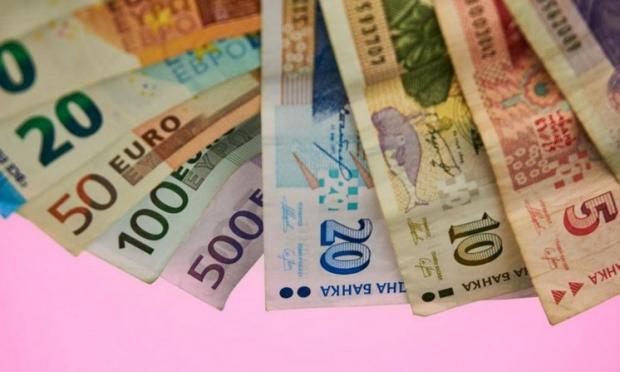 Цяла година след въвеждане на еврото ще можем да пазаруваме и в левове