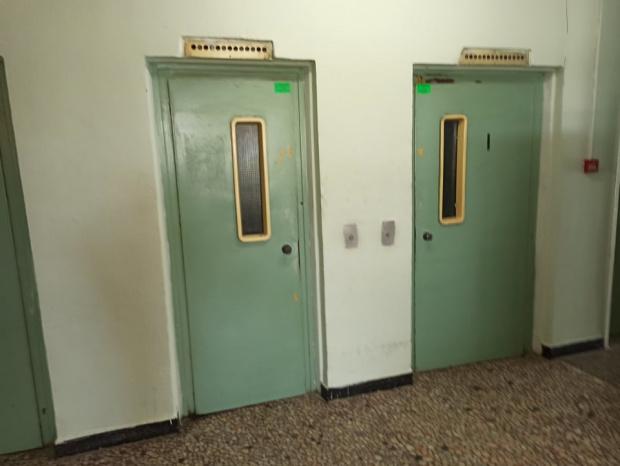 Ужасия! Студент загина в блокирал асансьор в Бургас, затиснал от хладилник