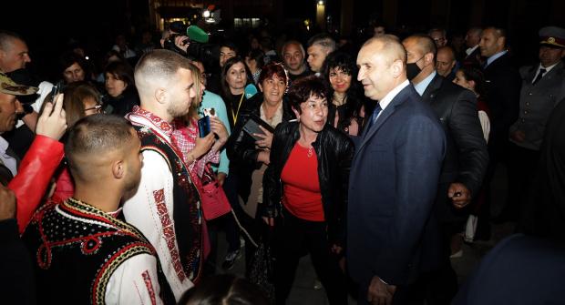 Радев: Свиквам НС идната сряда, очаквам диалог между политиците и пресичане на кражбите