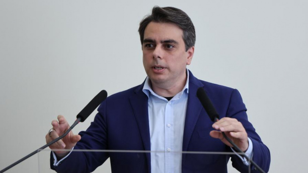 Асен Василев: Предлагам пенсиите да бъдат актуализирани от 1 октомври