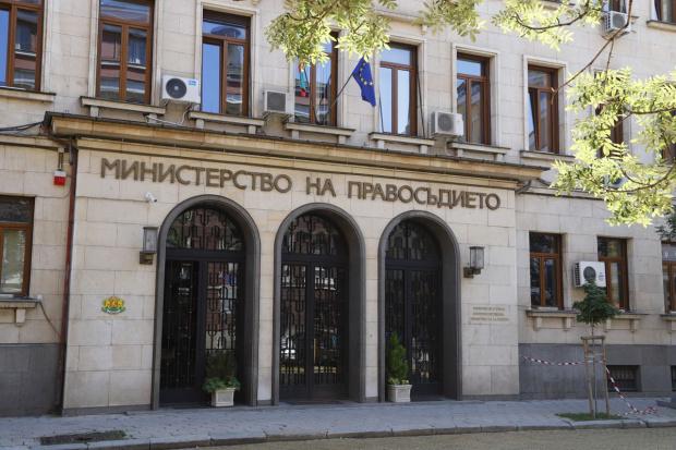 МП ще проврява разпределението на делата за вписване