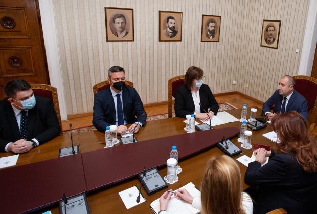 БСП отива при Радев, след като ГЕРБ-СДС бойкотираха консултациите