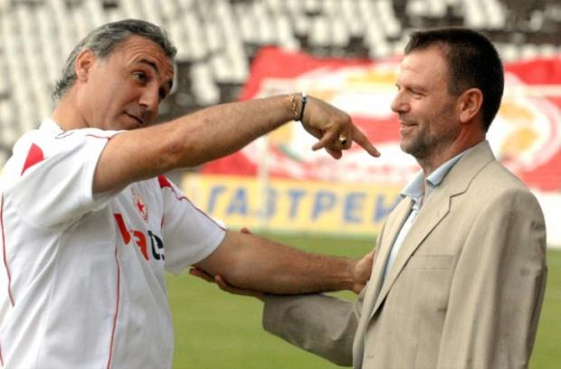 Стоичков се изкефи на уволнението на Пенев и удари яко рамо на Стойчо Младенов