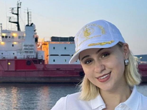 Мария Бакалова става кръстница на първия наш военен научноизследователски кораб