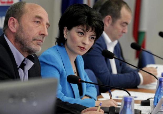 Атанасова: Не страдаме, че не ни викнаха на преговори
