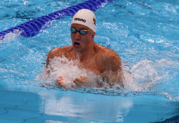 Епитропов се класира за полуфиналите на 200 м бруст с рекорд, после избухна срещу оплюващите българите в Токио: Наздраве