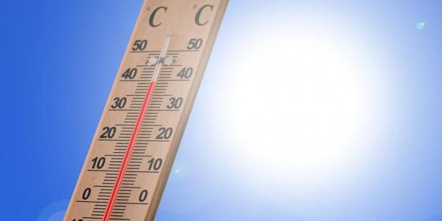 Времето през днешния ден ще бъдеслънчевоигорещо. Синоптиците обявихаоранжев кодза опасно,