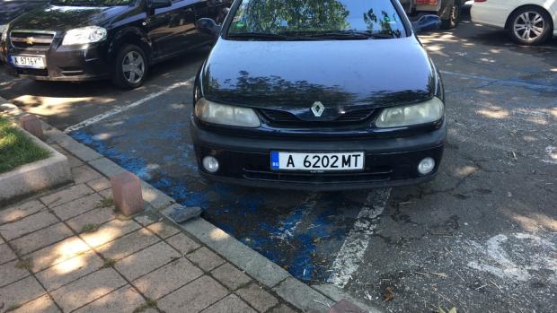 Бургазлии и туристи скоро ще могат да си плащат паркирането в града по Вайбър