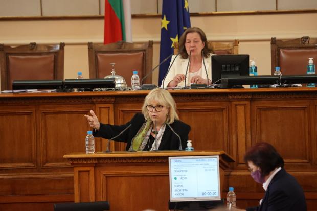 Мария Капон: Планът за възстановяване трябва да е много повече от изливане на асфалт и раздаване на пари