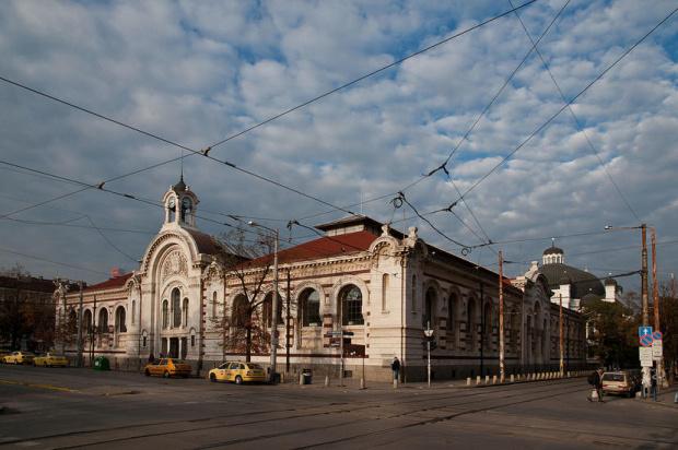 Централни хали в София се превръщат в обект на търговската верига