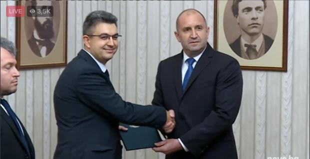 Румен Радев връчи мандата на партия ИТН: Кой е Пламен Николов? (НА ЖИВО)