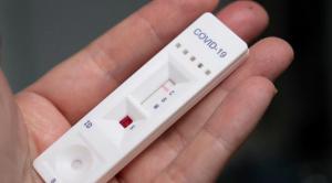 Учен: Защитата срещу вариантите на COVID-19 изисква различни нива на антитела