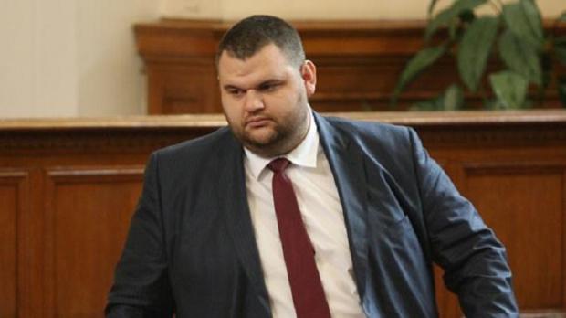 Пеевски атакува правителствените черни списъц и лично