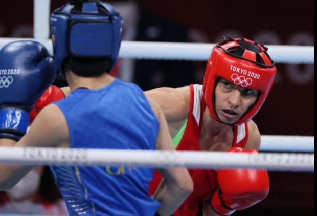 Българската боксьорка Стойка Кръстева го направи!Родната състезателка победи категорично китайката