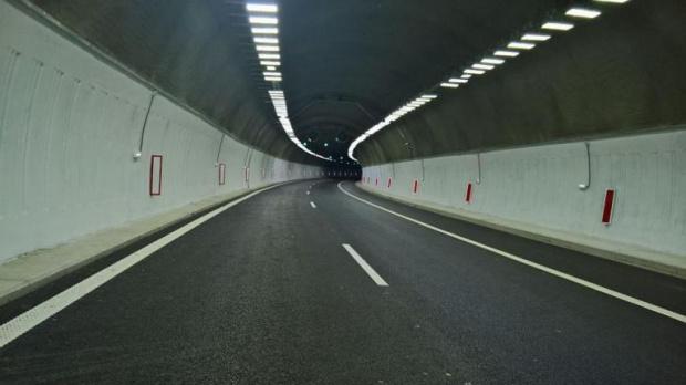 """Повреда в осветлението на тунел """"Железница"""" на пътя Благоевград - Симитли"""