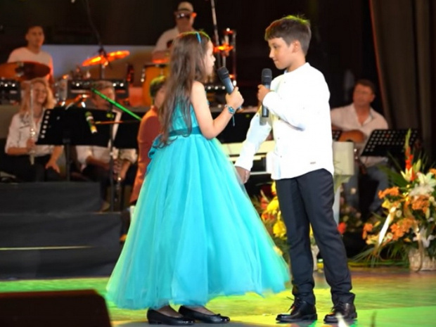 Дуетното изпълнение на внуците на Ваня Костова и Стефан Диомов