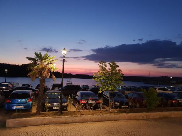 Пладнешки обир! Да паркираш кола по Черноморието струва, колкото нощувка