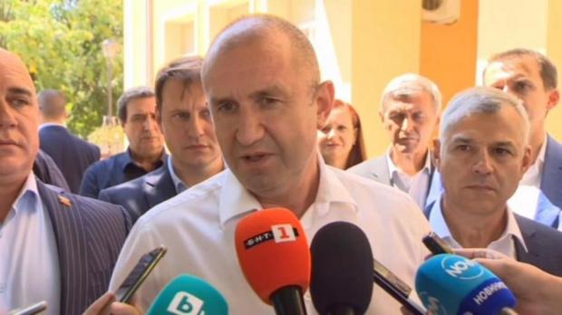 Радев връчва третия мандат най-късно в петък
