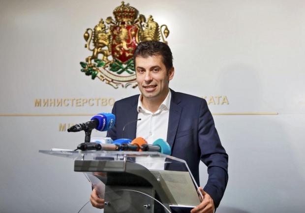 Кирил Петков показа документите, с които се отказва от кандско гражданство: България е моята родина и ще я защитавам