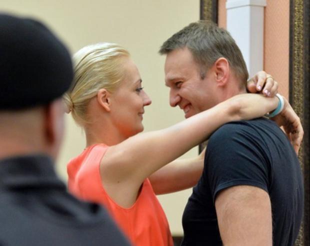Алексей Навални пред New York Times: Карат ме насила да гледам по 8 часа телевизиите на Путин