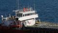 Разтоварват заседанлия край Камен бряг кораб