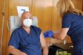 Генералът се появи: Мутафчийски се ваксинира с бустерна доза срещу COVID-19